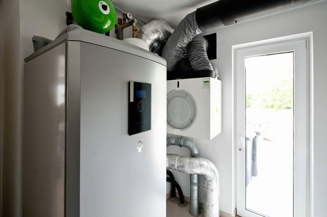 Wärmepumpe + Lüftungsanlage Moderner Multimedia-Raum von Architektur Jansen Modern
