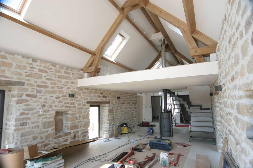 Rénovation d'une longère à Plouhinec: Salon de style de stile Rural par LE LAY Jean-Charles