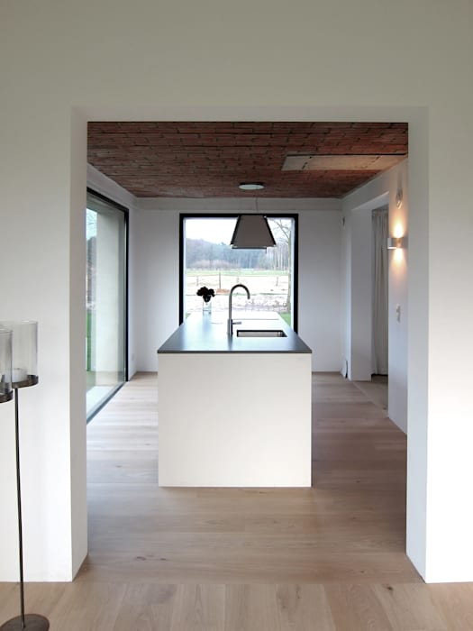 Minimalist kitchen by Tim Versteegh Architect Minimalist