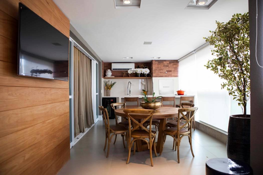 Varanda - J K Varandas, alpendres e terraços clássicos por Carolina Fagundes - Arquitetura e Interiores Clássico