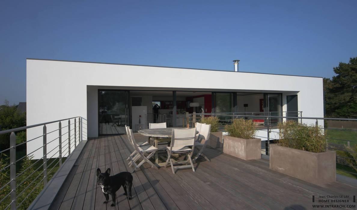 Construction d'une villa contemporaine à Bénodet: Maisons de style  par LE LAY Jean-Charles