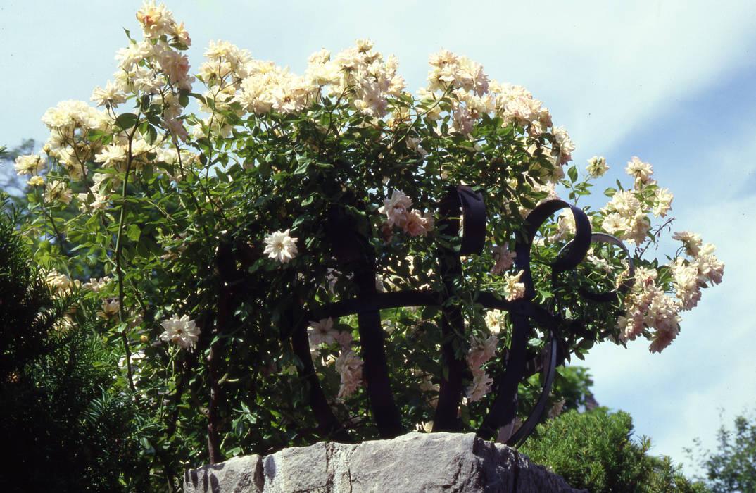 progetto giardino residenziale: Giardino in stile in stile Eclettico di MASSIMO SEMOLA PROGETTAZIONE GIARDINI MILANO
