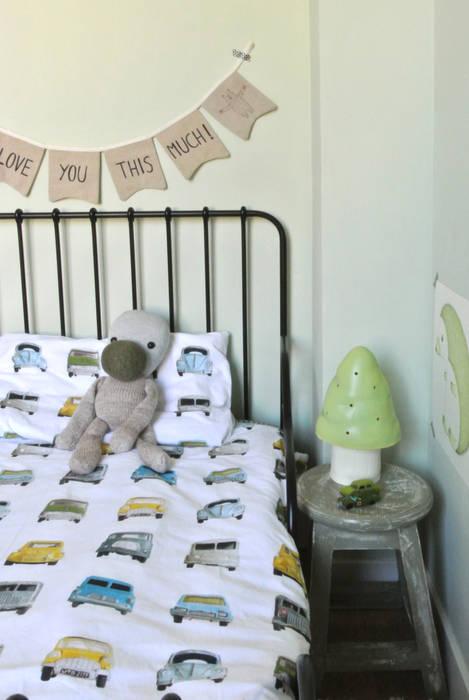 Gestylde jongenskamer auto kinderkamervintage Moderne kinderkamers van Kinderkamervintage Modern