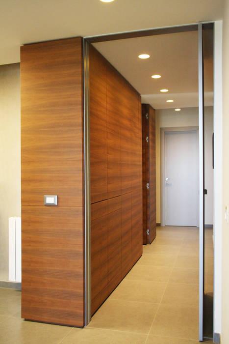 Couloir, entrée, escaliers modernes par giovanni gugliotta architetto Moderne