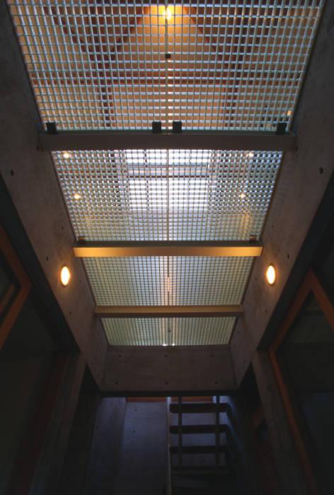 現代風玄關、走廊與階梯 根據 風建築工房 現代風