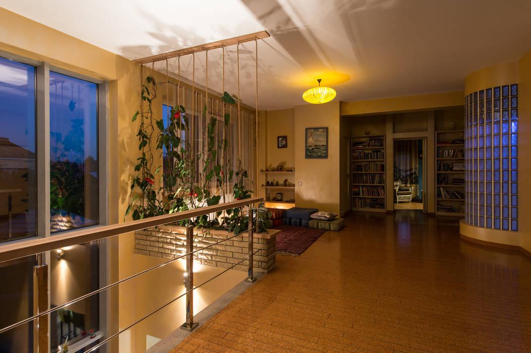 Вьющиеся растения в интерьере. : Коридор и прихожая в . Автор – Ольга Макарова (Экодизайн)