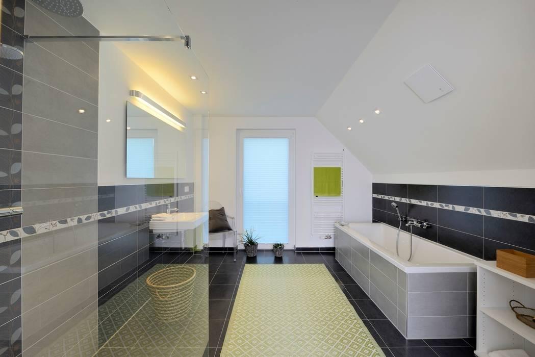 Classic style bathroom by Heinz von Heiden GmbH Massivhäuser Classic