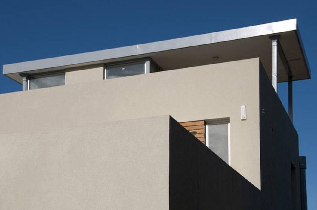 Rumah oleh Family Houses, Modern