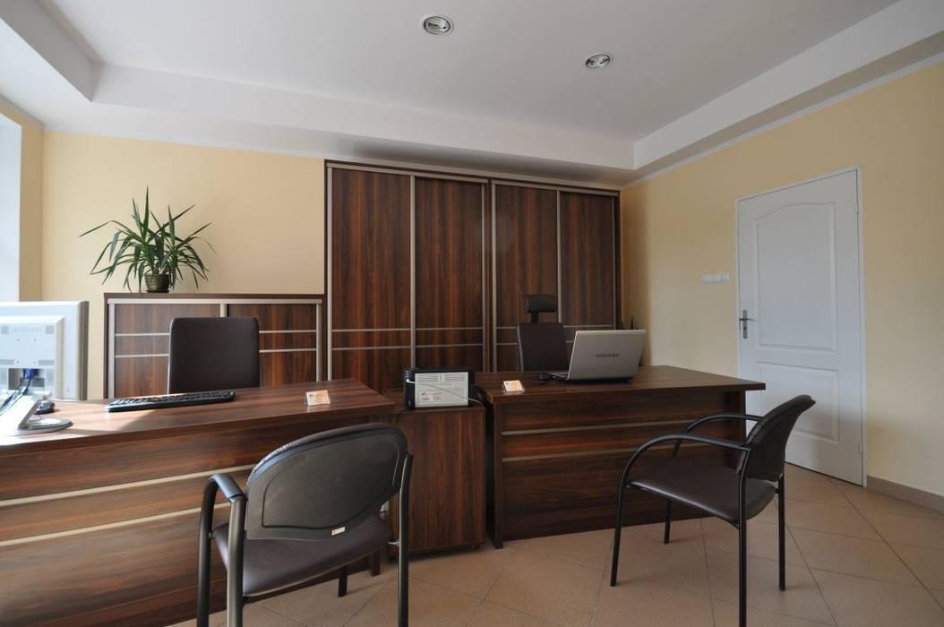 Meble biurowe do biura rachunkowego: styl , w kategorii Przestrzenie biurowe i magazynowe zaprojektowany przez FILMAR meble,