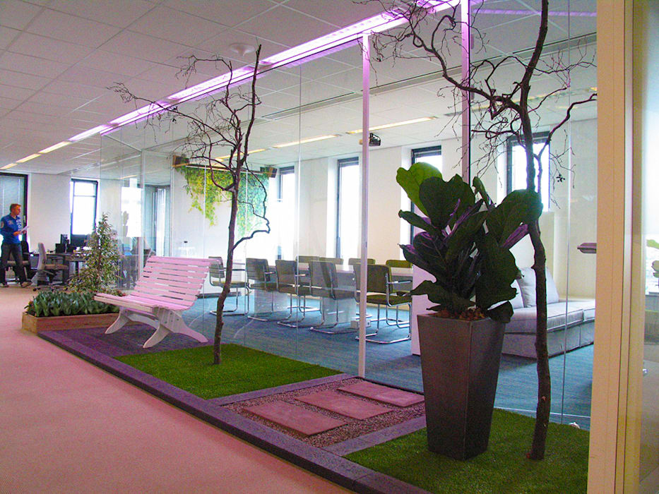 Sitting in the garden Minimalistische kantoor- & winkelruimten van Aileen Martinia interior design - Amsterdam Minimalistisch