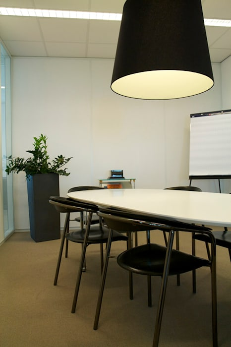 Second meetingroom Moderne kantoor- & winkelruimten van Aileen Martinia interior design - Amsterdam Modern