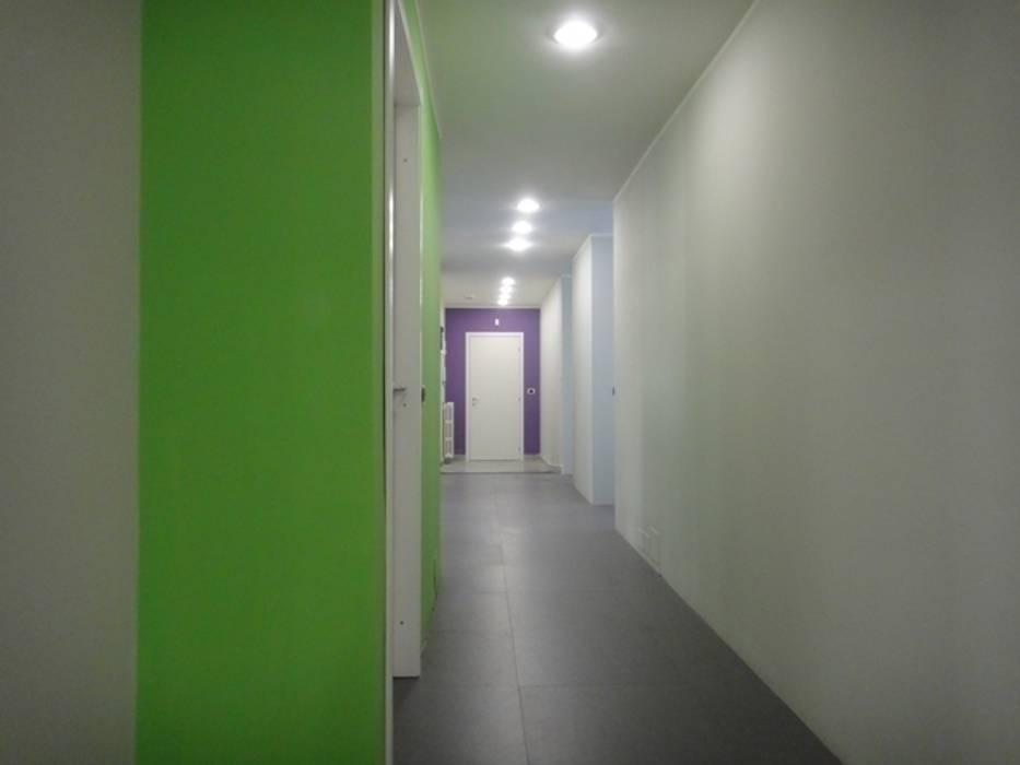 pavimento sopraelevato : Studio in stile in stile Moderno di studionove architettura