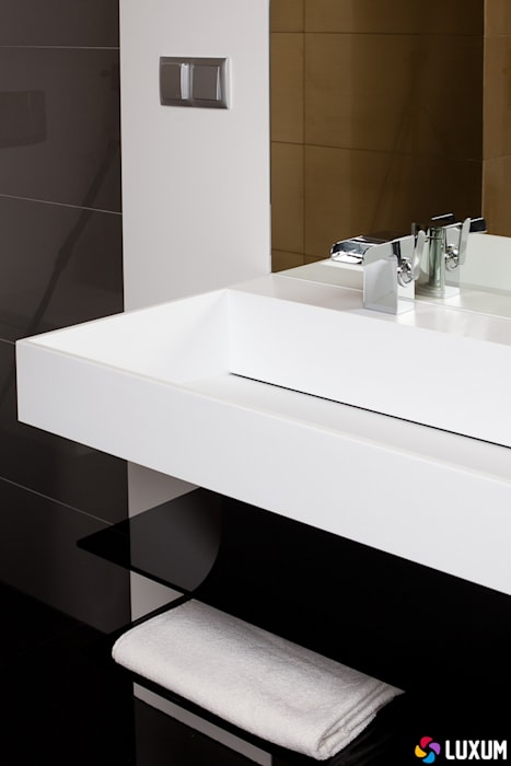 Minimalistyczna łazienka od LUXUM: styl , w kategorii Łazienka zaprojektowany przez Luxum,