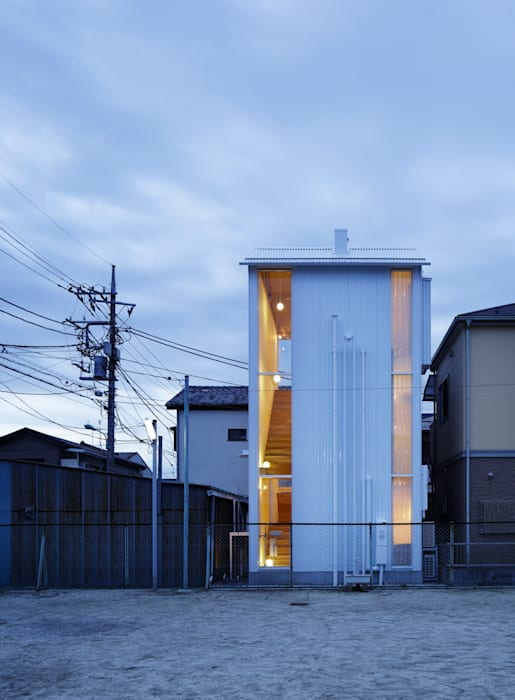 White hut and Tilia japonica 高橋真紀建築設計事務所 房子