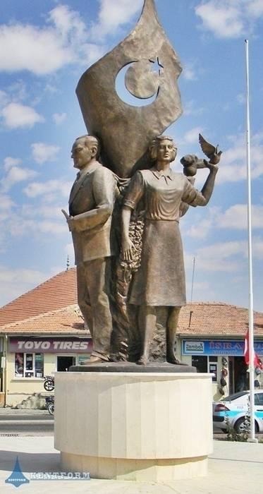 Kentform Tasarım Sanat Atölyesi – Atatürk ve Gençlik Anıtı:  tarz Sergi Alanları