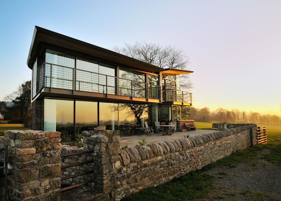 Carreg a Gwydr Modern style balcony, porch & terrace by Hall + Bednarczyk Architects Modern