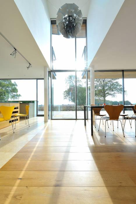 Carreg a Gwydr Janelas e portas modernas por Hall + Bednarczyk Architects Moderno