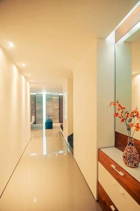 Modern Corridor, Hallway and Staircase by TAFF Modern