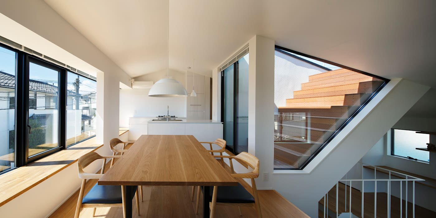 東玉川の家: 向山建築設計事務所が手掛けたテラス・ベランダです。,モダン 木材・プラスチック複合ボード