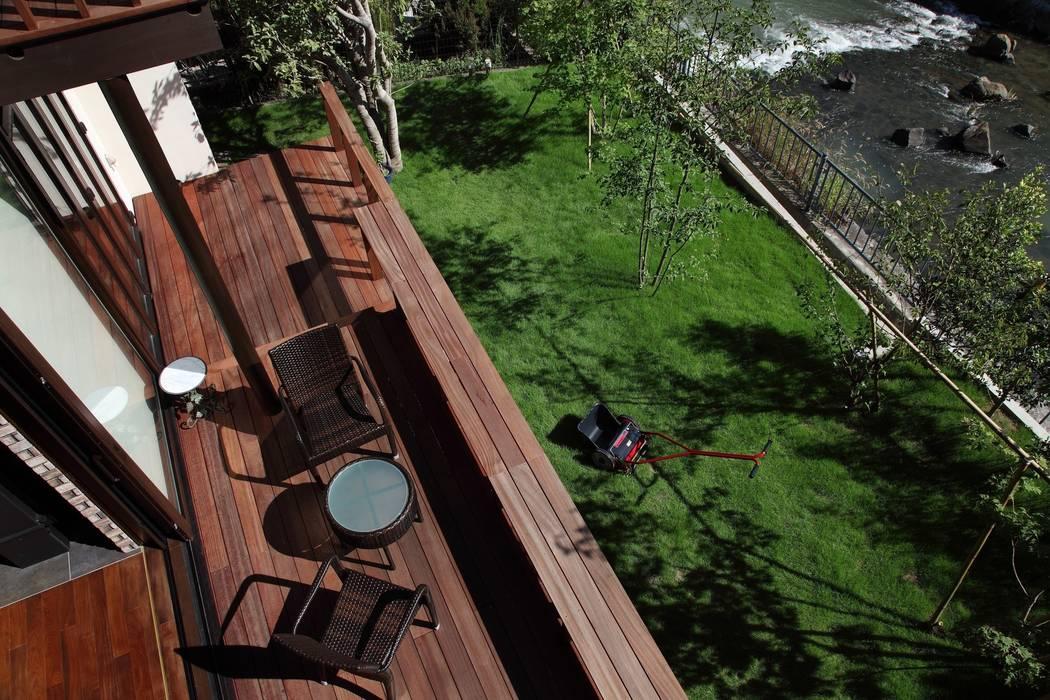 西谷の家 モダンな庭 の TAMAI ATELIER モダン