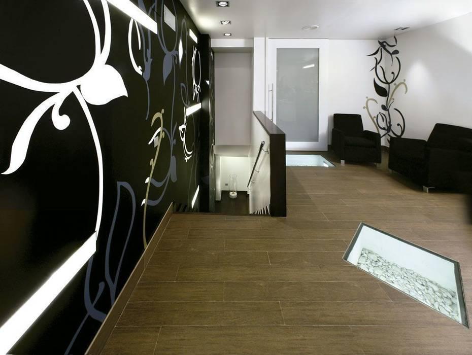 Minimalistischer Flur, Diele & Treppenhaus von Murales Divinos Minimalistisch