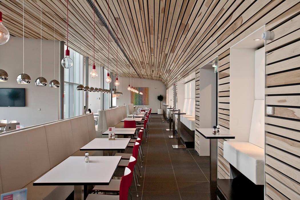 Massief houten systemen:  Kantoorgebouwen door Derako International B.V.