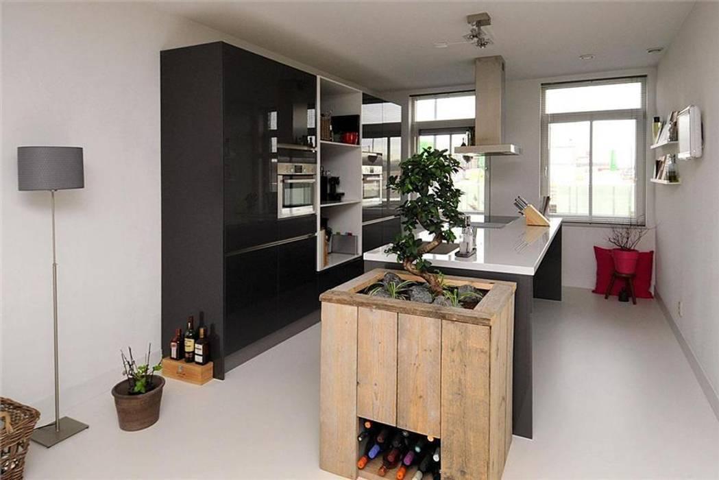 Landelijk Keuken Gietvloer : Lichtgrijze gietvloer in keuken keuken door motion gietvloeren
