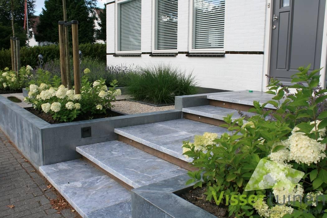 Garden by Visser Tuinen, Modern