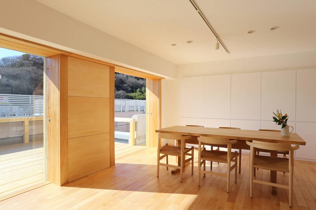Living room by 鈴木隆之建築設計事務所, Modern