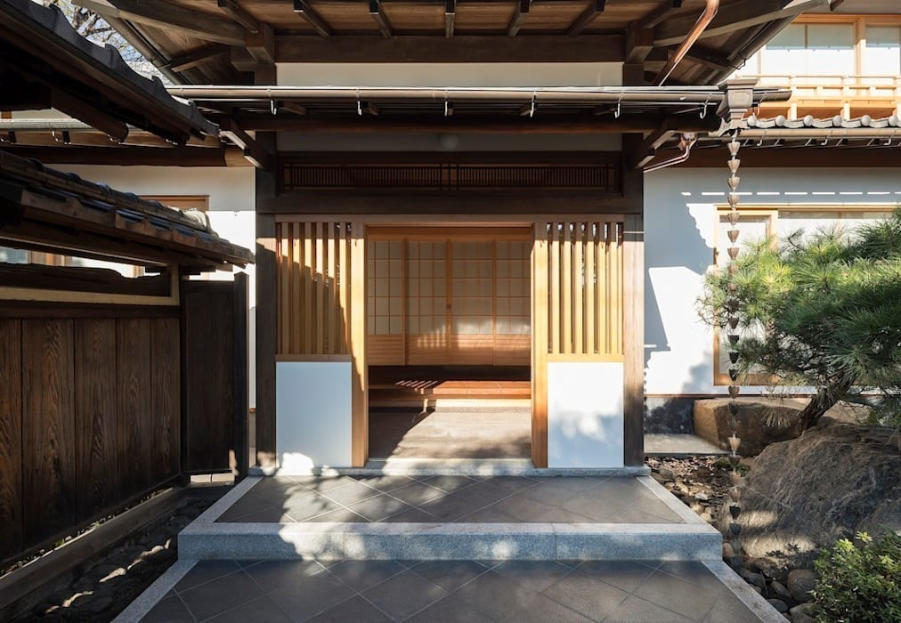 Eclectic style houses by 松井建築研究所 Eclectic