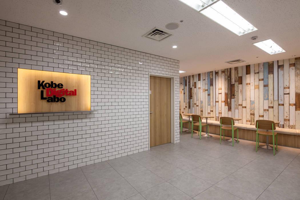 Estudios y despachos de estilo  de 一級建築士事務所シンクスタジオ, Moderno