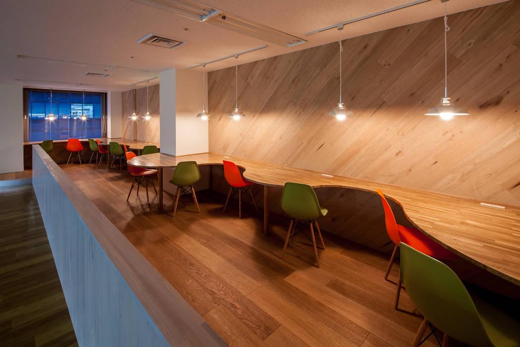 カウンター モダンデザインの 書斎 の 一級建築士事務所シンクスタジオ モダン