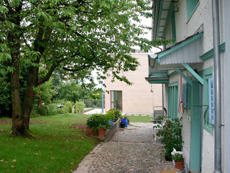 Hof mit bestehendem Kleinbauernhaus eidenbenz.architekt Moderne Häuser