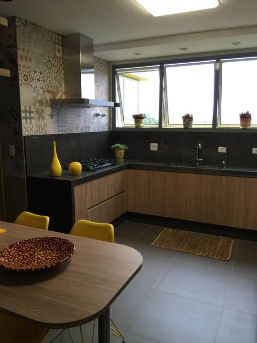 Adriana Fiali e Rose Corsini - FICODesign Nhà bếp phong cách hiện đại
