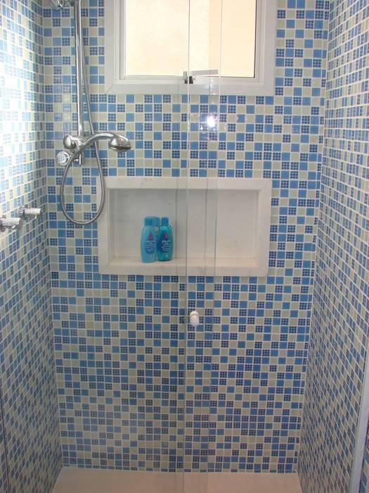 Suíte do Bebê: Banheiros  por  Adriana Fiali e Rose Corsini - FICODesign