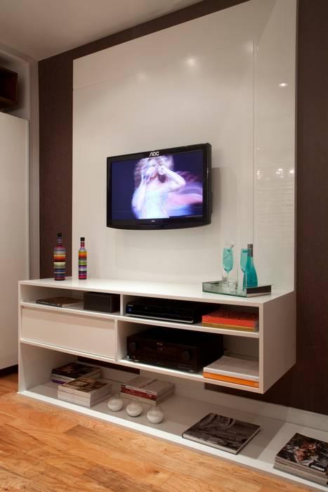 Home Office: Escritórios  por  Adriana Fiali e Rose Corsini - FICODesign ,Eclético