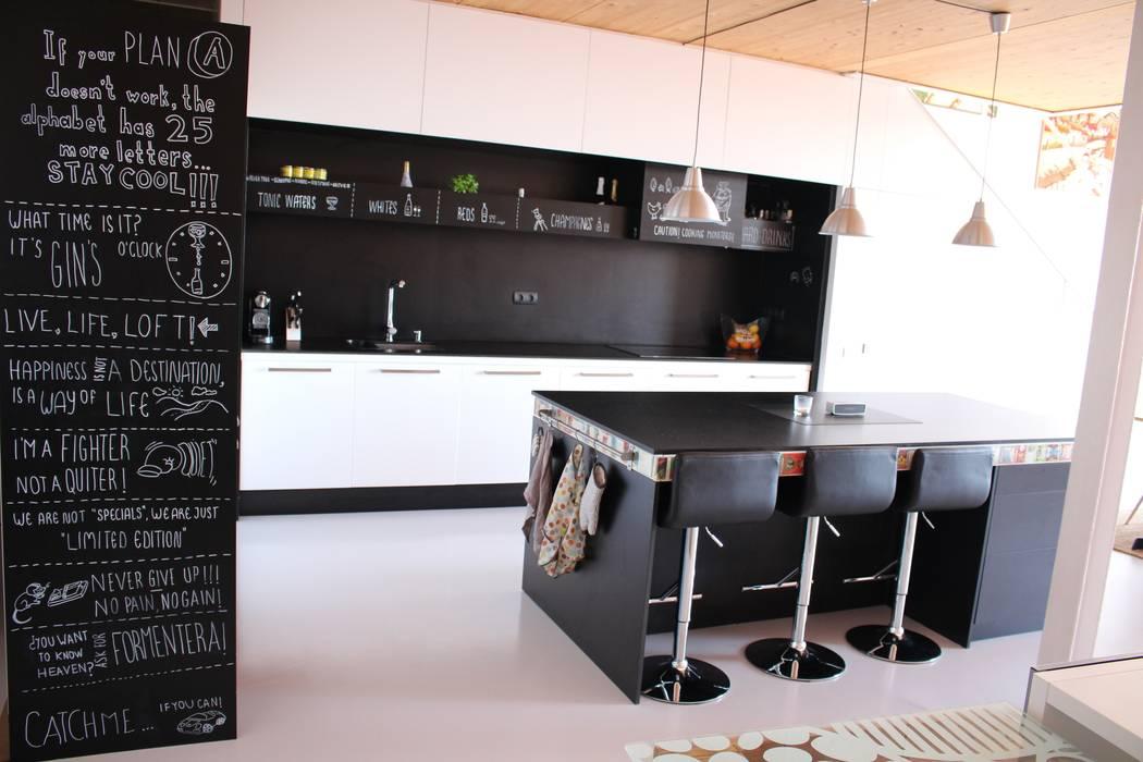 Kitchen by SMMARQUITECTURA,