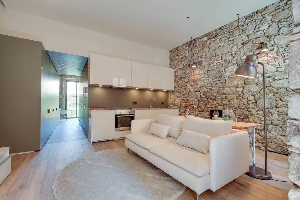 Mediterranean style dining room by Lara Pujol | Interiorismo & Proyectos de diseño Mediterranean