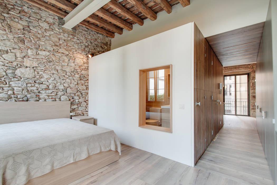 Спальни в . Автор – Lara Pujol  |  Interiorismo & Proyectos de diseño, Средиземноморский