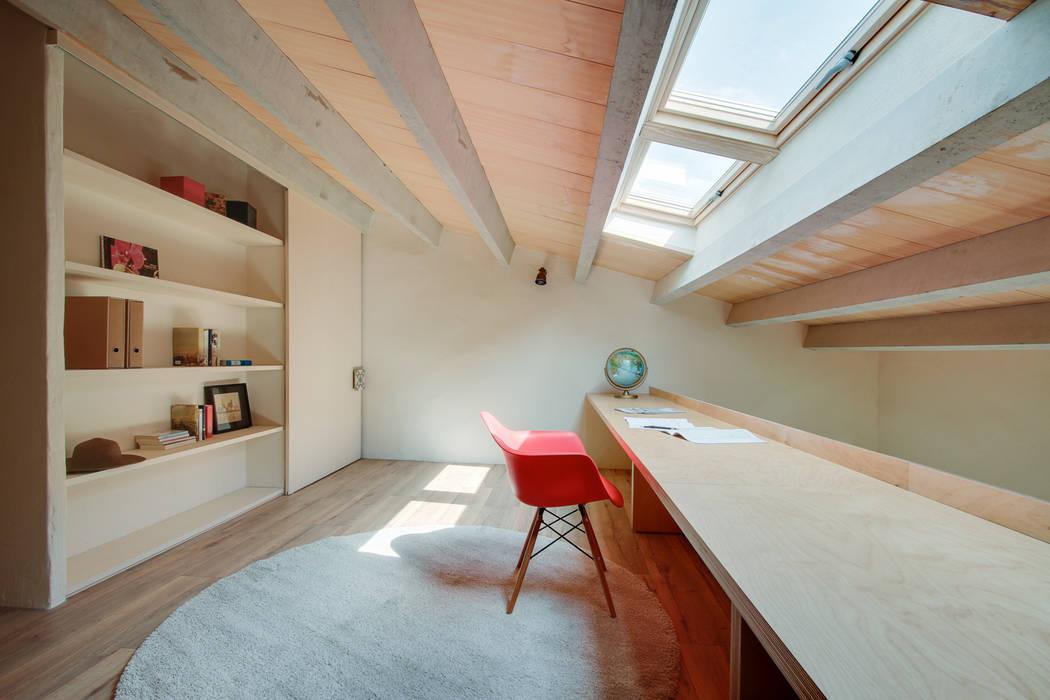 LOFTS GIRONA Estudios y despachos de estilo mediterráneo de Lara Pujol | Interiorismo & Proyectos de diseño Mediterráneo