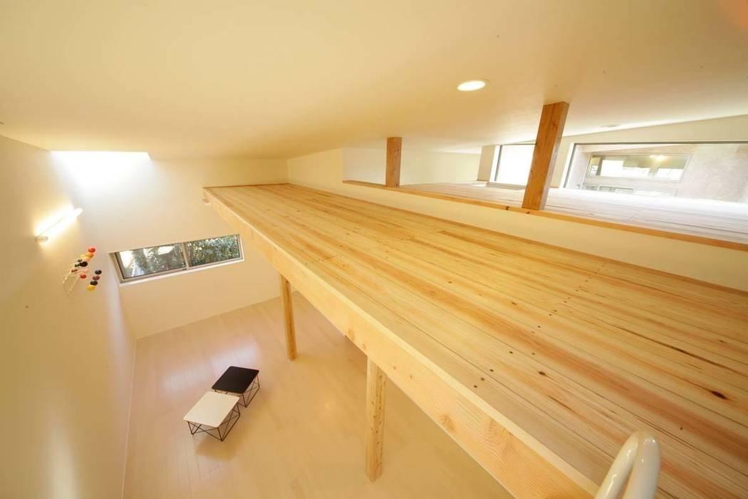 Chambre d'enfant de style  par 建築デザイン工房kocochi空間, Moderne