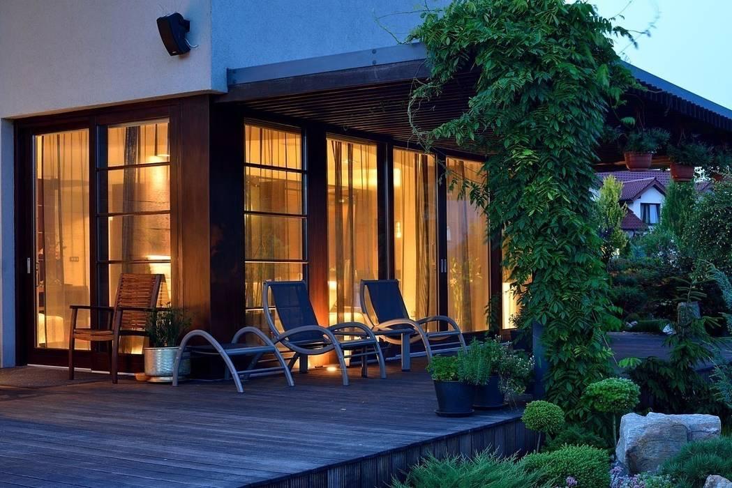 Varandas, marquises e terraços modernos por ARCHITEKT.LEMANSKI Moderno