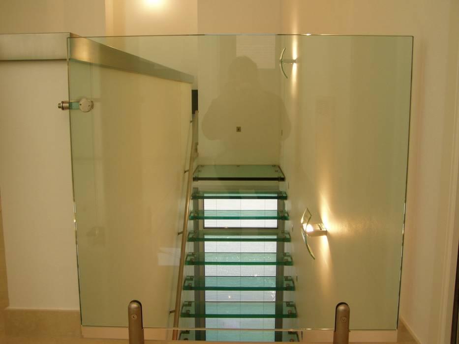 scala in vetro: Soggiorno in stile  di GIEMMESCALE