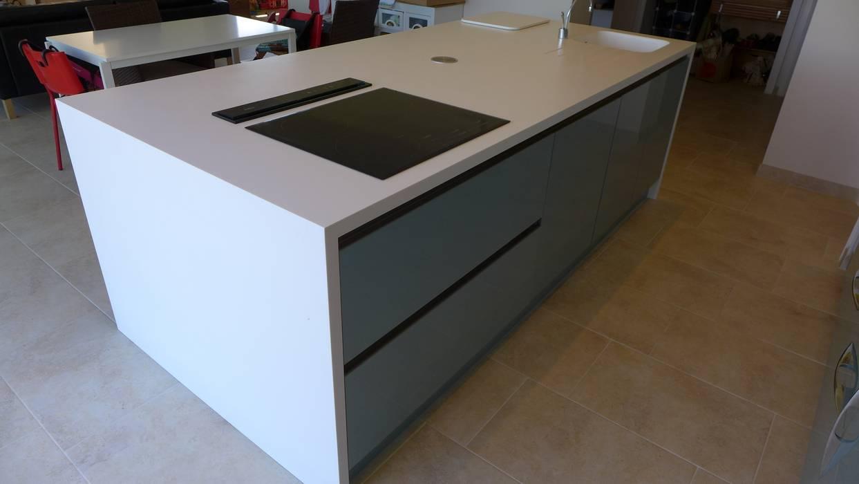 Kitchen Island Moderne Küchen von Style Within Modern