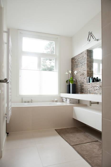 Ouder badkamer Moderne badkamers van Studiohecht Modern