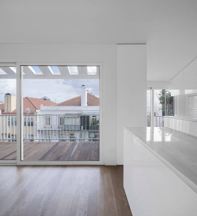 Kitchen by João Tiago Aguiar, arquitectos, Minimalist