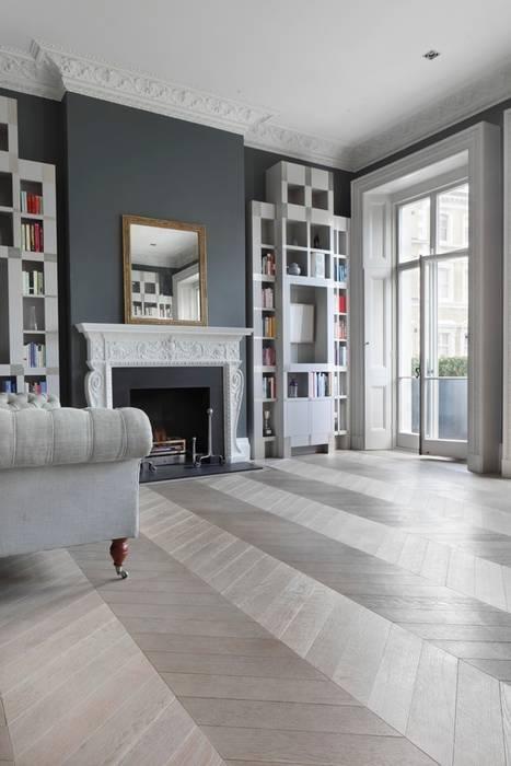 Ash Grey Chevron Flooring Salones de estilo clásico de homify Clásico