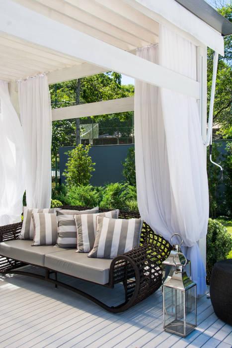 Exuberante Jardins ecléticos por Loro Arquitetura e Paisagismo Eclético