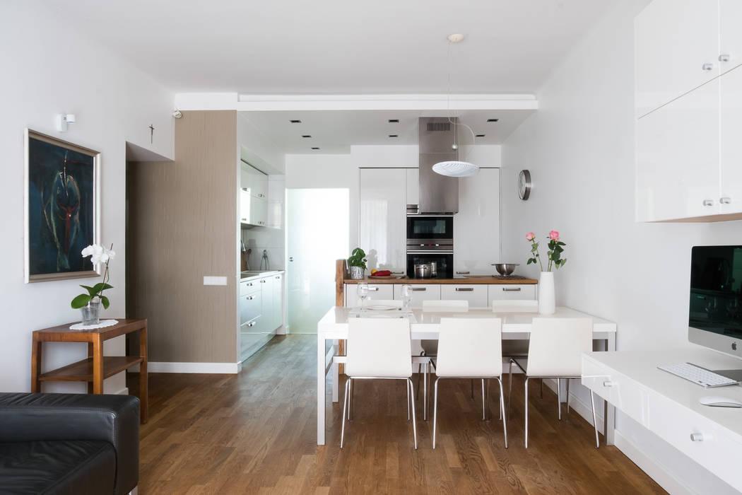 Modern Living Room by Jacek Tryc-wnętrza Modern