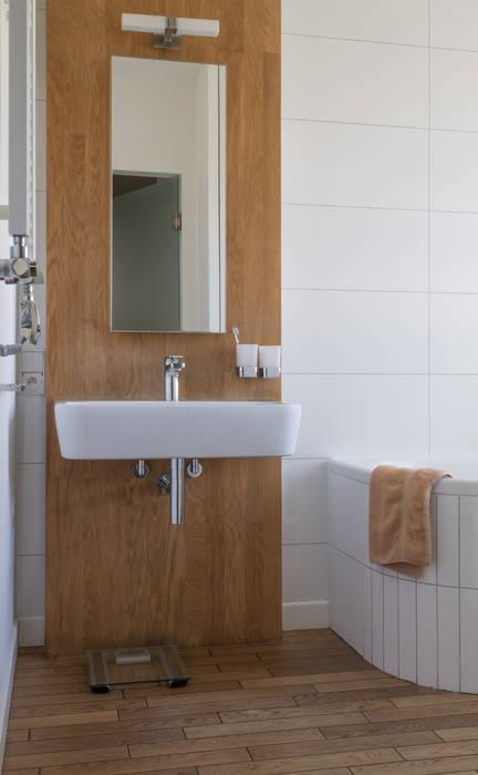 Baños de estilo moderno de Jacek Tryc-wnętrza Moderno